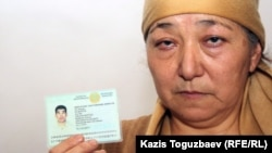 Алмагуль Кушерова - мать 32-летнего Джанабергена Кушерова, получившего пулю в дни декабрьских событий в Жанаозене. Поселок Тенге Мангистауской области. 16 февраля 2012 года.
