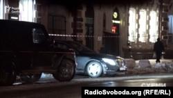 «Мерседес», на якому їздить Медведчук, залишає Адміністрацію президента