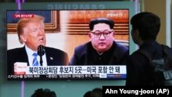 ТВ экранында АКШ президенты Дональд Трамп һәм Төньяк Корея җитәкчесе Ким Чин Ын