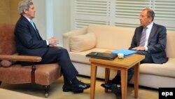 Держсекретар США Джон Керрі і міністр закордонних справ Росії Сергій Лавров, Женева, 17 квітня 2014 року