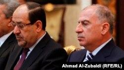 النجيفي والمالكي أثناء توقيع وثيقة الشرف في ببغداد