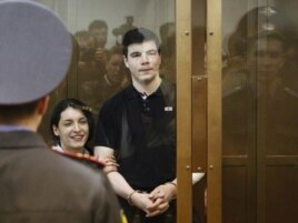 Никита Тихонов и Евгения Хасис в зале суда. Оглашение приговора. Май 2011 год