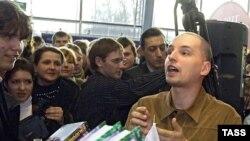 Писатель Ник Перумов представляет свои новые книги на IX Национальной ярмарке-выставке «Книги России»