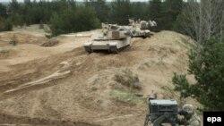 На военной базе в Адажи (Латвия, 7 мая 2015 года)