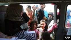 Вакцинация против холеры в лагере для покинувших зоны конфликта в Ираке. Окрестности Багдада, 21 сентября 2015 года.
