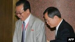 نمایندگان کره شمالی و جنوبی در ابتدای آخرین دور گفت و گوهای شش جانبه