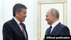 Сооронбай Жээнбеков жана Владимир Путин. Архивдик сүрөт.