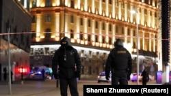 У здания федеральной службы безопасности (ФСБ) России после инцидента со стрельбой. Москва, 19 декабря 2019 года.