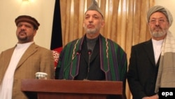Afghan President Hamid Karzai (center) with his vice presidents, Karim Khalili (right) and Mohammad Qasim Fahim at a press conference in Kabul on November 3.