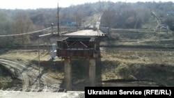 Разрушенный мост в Северодонецке