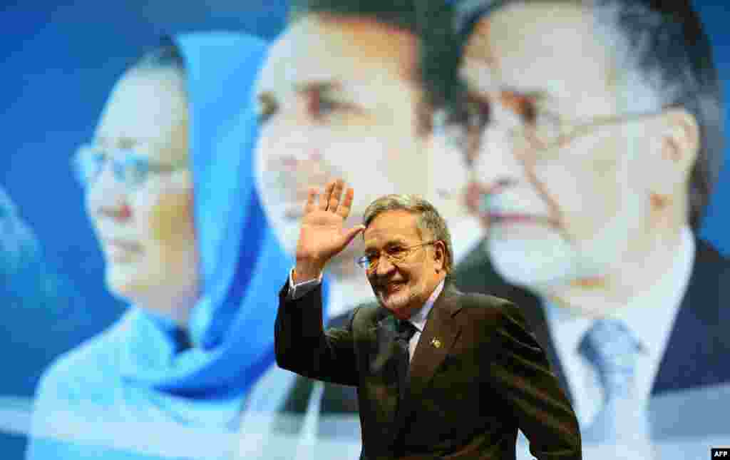 Presidential candidate Zalmai Rasoul at an election gathering in Kabul on February 3.