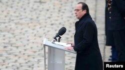 Франсуа Олланд на жалобній церемонії в Парижі, 27 листопада 2015 року