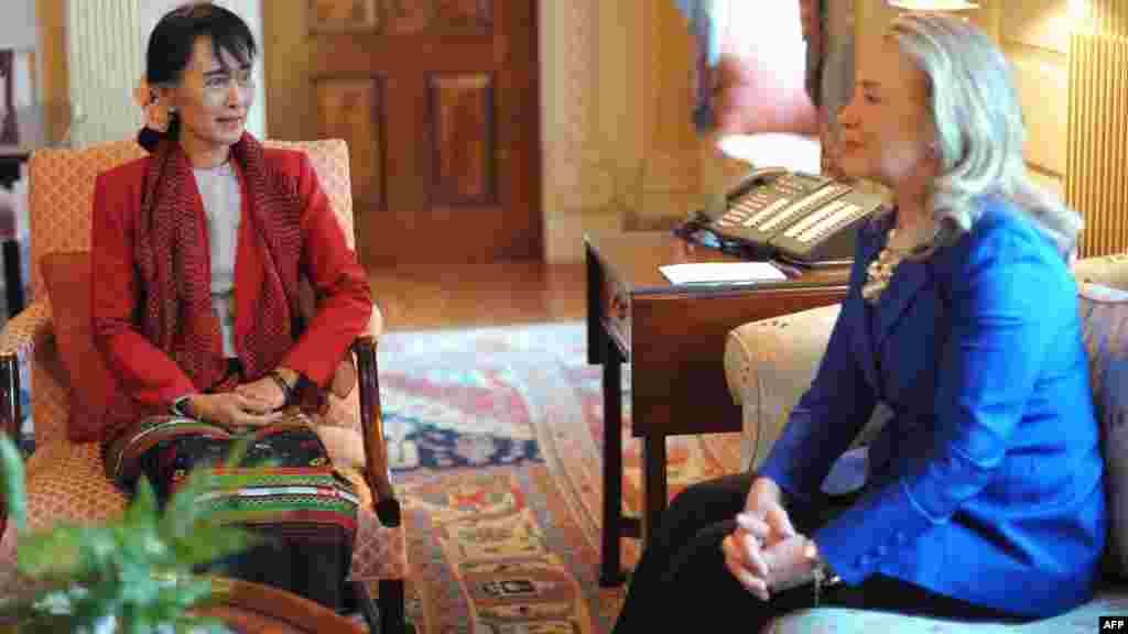 Встреча госсекретаря Клинтон с Аун Сан Су Чжи