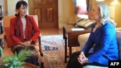 Гілларі Клінтон (п) і Аун Сан Су Чжи (л) на зустрічі в Вашингтоні 18 вересня 2012 року
