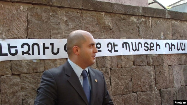 Armenia -- MInister of Education Armen Ashotian outside the parliament building in Yerevan, 04Jun2010