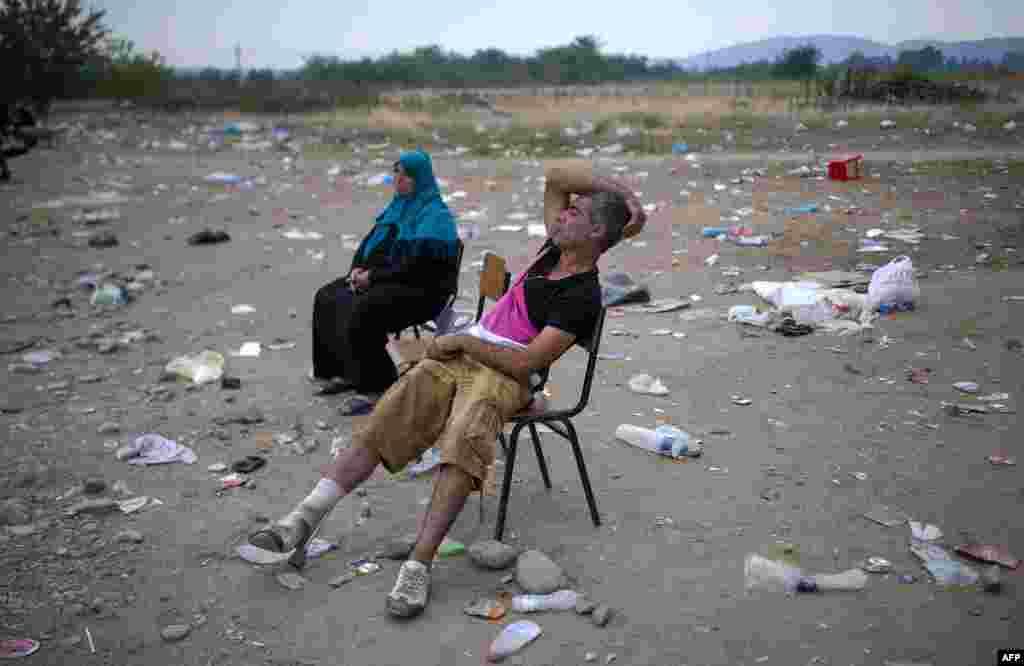 Беженцы ждут регистрации в очереди на границе Греции и Македонии. 7 сентября 2015 года.