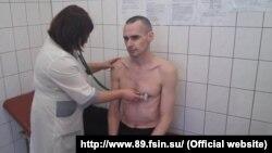 Олег Сенцов во время медицинского обследования в сентябре 2018 года