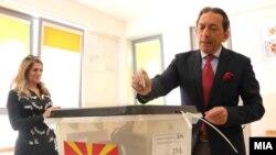 Shkup - Blerim Reka gjatë votimeve presidenciale më 21 prill