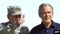 در سفر آقای بوش به عراق وزرای امور خارجه و مشاور امنیت ملی آمریکا وی را همراهی می کنند.
