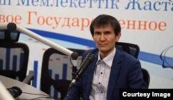 """Республикалық """"Қазбілім"""" орталығы директоры Аятжан Ахметжанов."""