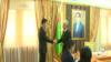 Сын президента Бердымухамедова, Сердар, получает удостоверение депутата Меджлиса