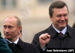 Тодішній прем'єр-міністр України Віктор Янукович (праворуч) і президент Росії Володимир Путін. Київ, 28 жовтня 2004 року