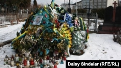 Могила Тараса Дороша, жителя села Малехов, погибшего в боях в Луганской области.