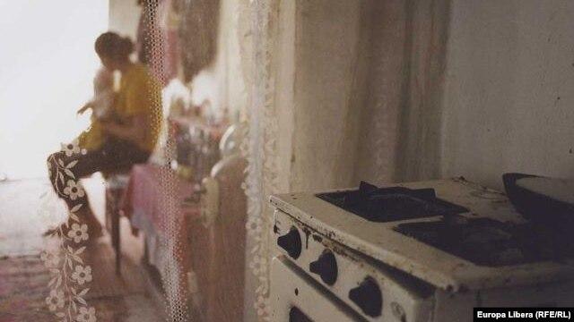 На выставке представлены фотографии сделанные на родине секс-рабынь, в