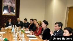 Официальные лица Туркменистана в Институте демократии и прав человека (архивное фото)