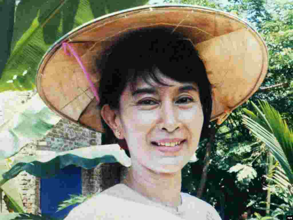 A 2002 photograph of Suu Kyi in her garden in Mandalay, Myanmar.