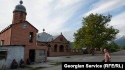 «Нужно наконец перестать закрывать глаза на проблемы грузинских мусульман», – заявил сегодня на специальной пресс-конференции муфтий Грузии Беглар Камашидзе, обращаясь к властям страны и грузинскому обществу