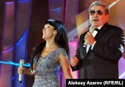 Казахстанская певица Толкын Забирова и депутат сената Гани Касымов. Алматы, 8 сентября 2012 года.