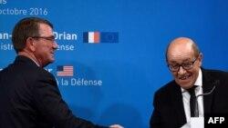 Франци -- Iамеркин тIеман министр Картер Эштон а, Францин тIеман министр Ле Дриан Жан-Ив а, Париж, 25ГIад2016