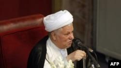 اکبر هاشمی رفسنجانی روز سه شنبه با ۴۱ رای در مقابل ۳۴ رای احمد جنتی به عنوان رييس اين مجلس انتخاب شد.