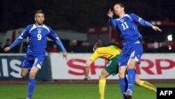 Arxiv fotosu. Bosniya futbolçuları Litva komandası ilə oyunda.