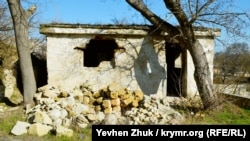 На второй террасе после войны появилась хозяйственная постройка