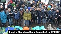 Սպանված 8 անձանց դիակներ Կիևում՝ Խրեշչատիկի բարիկադների մոտ, 20-ը փետրվարի, 2014թ․
