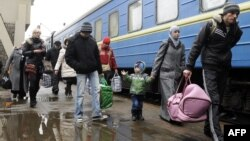 Родина кримських татар прибула з Сімферополя до Львова, 7 березня 2014 року