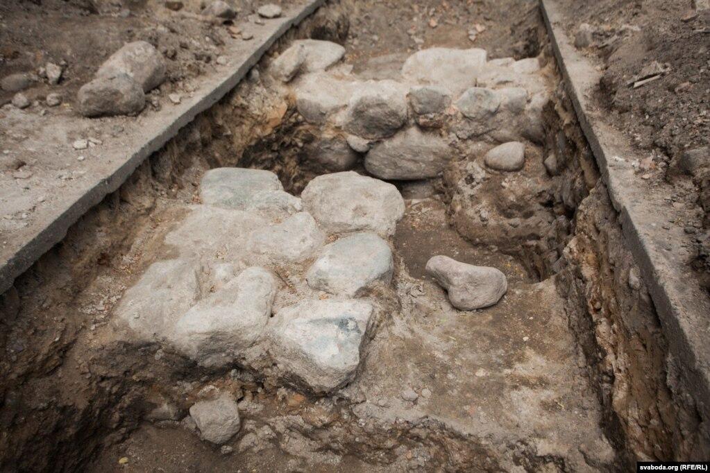 Фундаменты неизвестной постройки