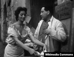 """Sophia Lorenin epizodik rol oynadığı ilk filmlərdən biri """"Neapolun qızılları"""", 1954."""