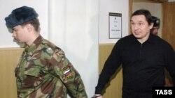 В новых обвинениях Михаилу Ходорковскому и Платону Лебедеву эпизод с участием Малаховского и Переверзина занимает особое место