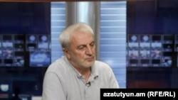 Ընդդիմադիր պատգավոր Արամ Մանուկյանը «Ազատության» ստուդիայում:
