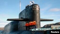 """Атомная подводная лодка """"Екатеринбург"""" в порту Мурманска (архивное фото)"""