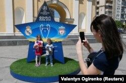 У Києві встановлено вісім конструкцій у вигляді зірки Ліги чемпіонів