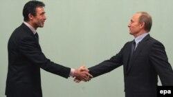 Андерс Фоґ Расмуссен та Володимир Путін у грудні 2009 року