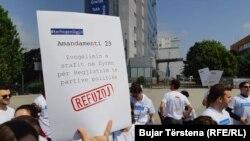 Protesta e shoqërisë civile kundër Projektligjit për financimin e subjekteve politike.