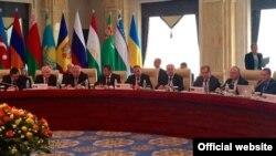 Бішкекте ТМД елдері сыртқы істер министрлері кеңесі отырысына қатысушылар. Қырғызстан, 3 сәуір 2015 жыл.