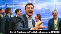 Владимир Зеленский после оглашения результатов экзит-полов. Киев, 21 апреля 2019 года