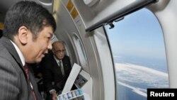 Пресс-секретарь японского правительства Юкио Эдано при осмотре Северных территорий