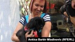 Kolumbova simpatija Sissy u naručju vlasnice, foto: Ankica Barbir Mladinović